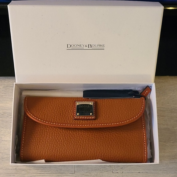 Dooney and Bourke Pebble Grain Continental Wallet